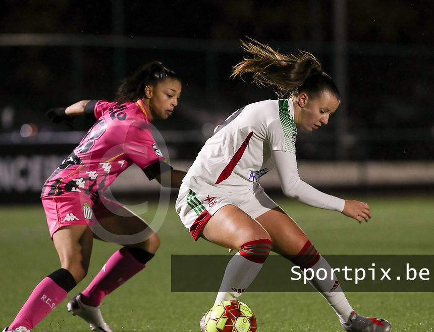 Jessica Silva Valdebenito (18 Charleroi) and Hannah Eurlings (9 OHL) in action during a female soccer game between Oud Heverlee Leuven and Sporting de Charleroi on the seventh matchday of the 2020 - 2021 season of Belgian Womens Super League , sunday 15 th of November 2020  in Heverlee , Belgium . PHOTO SPORTPIX.BE | SPP | SEVIL OKTEM