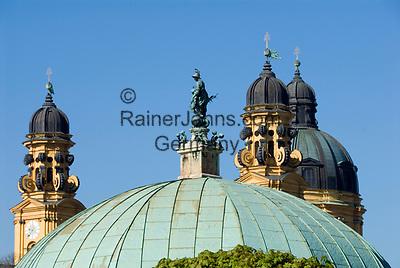 Deutschland, Bayern, Oberbayern, Muenchen: Hofgarten, Hofgarten-Tempel mit Bavaria Statue, Pavillon, Theatiner Kirche | Germany, Bavaria, Upper Bavaria, Munich: Hof garden, Hof-garden temple with Bavaria-statue, pavilion, Theatine Church