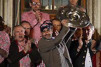 10.05.2014, Marienplatz, Muenchen, GER, 1. FBL, FC Bayern Muenchen Meisterfeier, im Bild Chef-Trainer Pep Guardiola (FC Bayern Muenchen) auf dem Rathausbalkon, haelt die Meisterschale in der Hand // during official Championsparty of Bayern Munich at the Marienplatz in Muenchen, Germany on 2014/05/11. EXPA Pictures © 2014, PhotoCredit: EXPA/ Eibner-Pressefoto/ Kolbert<br /> <br /> *****ATTENTION - OUT of GER***** <br /> Football Calcio 2013/2014<br /> Bundesliga 2013/2014 Bayern Campione Festeggiamenti <br /> Foto Expa / Insidefoto