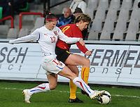 Belgium - Czech Republic : Aline Zeler aan de bal voor Pavla Benyrova.foto DAVID CATRY / Vrouwenteam.be