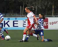 AA Gent Ladies - FC Utrecht :<br /> Jassina Blom (R) probeert de bal af te snoepen van Simonne van de Weerd (L)<br /> foto VDB / BART VANDENBROUCKE