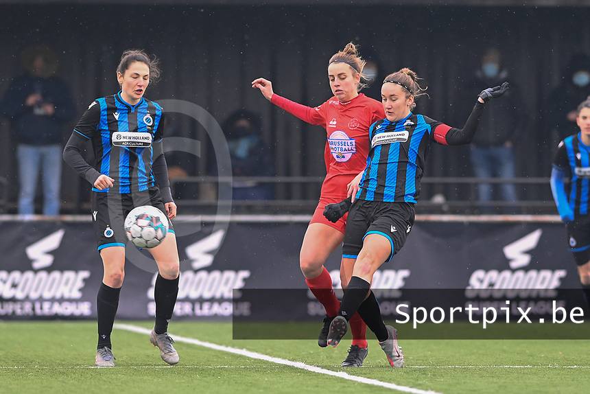 Frieke Temmerman (17) of Club Brugge pictured watching Sheila Broos (20) of Woluwe and Ellen Martens (2) of Club Brugge during a female soccer game between Club Brugge Dames YLA and White Star Woluwe on the 12 th matchday of the 2020 - 2021 season of Belgian Scooore Womens Super League , saturday 30 January 2021  in Brugge , Belgium . PHOTO SPORTPIX.BE | SPP | DAVID CATRY