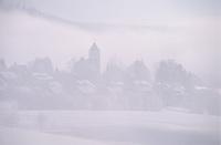 Europe/Allemagne/Forêt Noire/Breitnau : Le village dans le brouillard