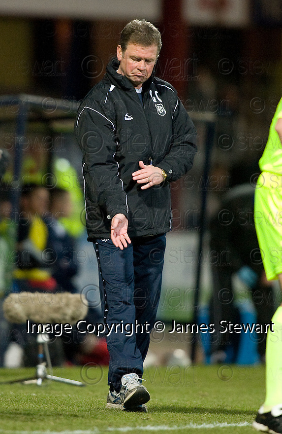 23/03/2010 Copyright  Pic : James Stewart.sct_jspa04_dundee_v_qots  .::  DUNDEE NEW BOSS GORDON CHISHOLM   ::  .James Stewart Photography 19 Carronlea Drive, Falkirk. FK2 8DN      Vat Reg No. 607 6932 25.Telephone      : +44 (0)1324 570291 .Mobile              : +44 (0)7721 416997.E-mail  :  jim@jspa.co.uk.If you require further information then contact Jim Stewart on any of the numbers above.........