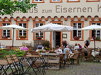 Straßenrestaurant am Karlsplatz, Heidelberg, Baden-Württemberg, Deutschland, Europa<br /> Street Restaurant at Karlsplatz, Heidelberg, Baden-Wuerttemberg, Germany, Europe
