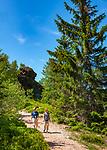 Deutschland, Bayern, Niederbayern, Naturpark Bayerischer Wald, Bodenmais: Hoehenluftkurort ind Wintersportort am Fuss des Arber, Wanderweg zum Gipfel des Silberberg | Germany, Bavaria, Lower-Bavaria, Nature Park Bavarian Forest, Bodenmais: popular holiday resort, hiking trail to Silberberg summit
