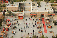 CHINA, Province Shaanxi, city Xian, people dance in the morning at square near wild goose pagoda / Menschen tanzen morgens auf dem Platz an der Wildgans Pagode