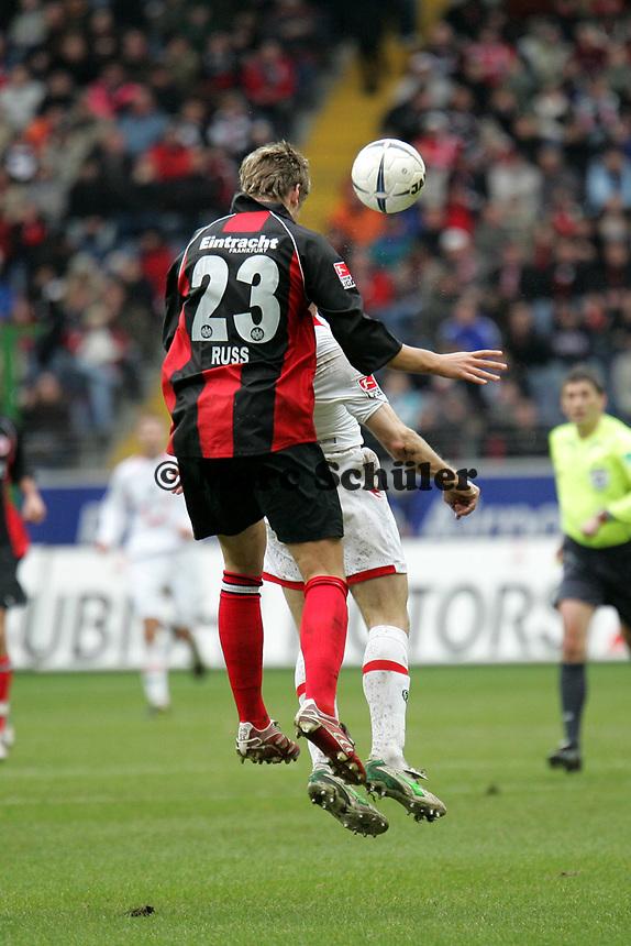 Kopfballabwehr MArco Russ (Eintracht Frankfurt)