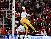BOGOTÁ-COLOMBIA, 09-11-2019: Fainer Torijano de Independiente Santa Fe, anota gol de cabeza a Neto Volpi de América de Cali (Fuera de Cuadro), durante partido de la fecha 1 de los cuadrangulares semifinales entre Independiente Santa Fe y América de Cali, por la Liga Águila II 2019, jugado en el estadio Nemesio Camacho El Campín de la ciudad de Bogotá. / Fainer Torijano de Independiente Santa Fe scored a head goal to Neto Volpi of Atletico Huila, during a match of the 1 date of the semifinals quarter finals between Independiente Santa Fe and America de Cali, for the Aguila Leguaje II 2019 played at the Nemesio Camacho El Campin Stadium in Bogota city. / Photo: VizzorImage / Luis Ramírez / Staff.