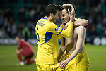 Hibs v St Johnstone…18.11.17…  Easter Road…  SPFL<br />Steven MacLean celebrates his goal with Joe Shaughnessy<br />Picture by Graeme Hart. <br />Copyright Perthshire Picture Agency<br />Tel: 01738 623350  Mobile: 07990 594431