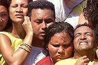 Procissão do  Círio de Nassa Senhora de Nazaré, que acontece a a mais de 200 anos na cidade de Belém e leva as ruas mais de um milhão e meio de romeiros.Promesseiros vão na corda que puxa o carro da santa com milhares de pessoas <br />Belém Pará Brasil.<br />10/10/2004.<br />Foto Paulo Santos/Interfoto Cirio de Nazaré 2004