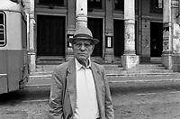 - Carrara, Ugo Mazzucchelli, anarchico storico, davanti a palazzo Germinal, sede della Federazione Anarchica Italiana (1986)<br /> <br /> - Carrara, Ugo Mazzucchelli, historical anarchist, in front of Germinal Palace, seat of the Italian Anarchist Federation (1986)