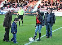 KV Kortrijk - AA Gent : de matchbalschenkers geven de aftrap.foto VDB / BART VANDENBROUCKE