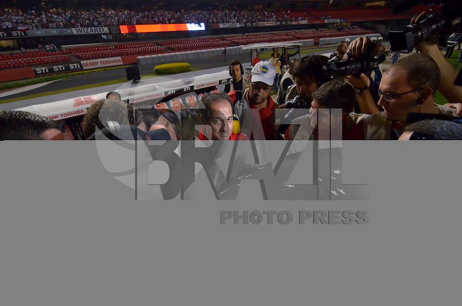 SÃO PAULO, SP, 12 DE SETEMBRO DE 2013 - CAMPEONATO BRASILEIRO - SÃO PAULO x PONTE PRETA: Muricy Ramalho durante partida São Paulo x Ponte Preta, válida pela 20ª rodada do Campeonato Brasileiro de 2013, disputada no estádio do Morumbi em São Paulo. FOTO: LEVI BIANCO - BRAZIL PHOTO PRESS.