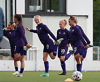 Anderlecht players warming up before a female soccer game between Oud Heverlee Leuven and RSC Anderlecht on the fifth matchday of the 2021 - 2022 season of Belgian Womens Super League , sunday 3 October 2021  in Leuven , Belgium . PHOTO SPORTPIX.BE   SEVIL OKTEM