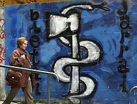 2001-4-24, Eibar..ETA graffiti in the Basque village of Eibar..Argazkia/Photo. Ander Gillenea