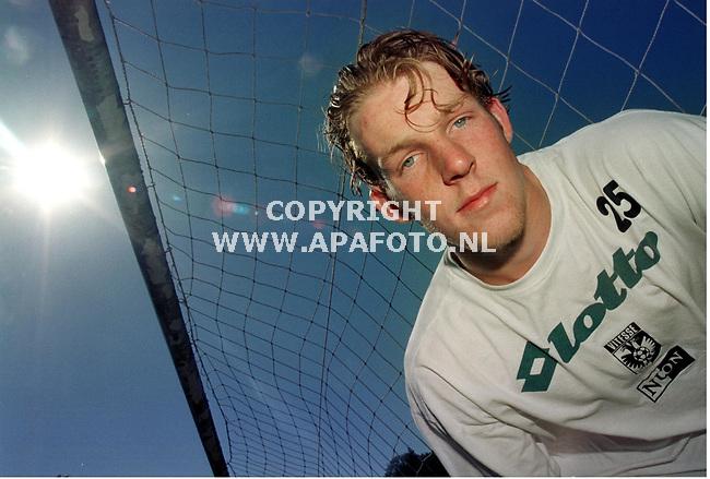 Arnhem,18-05-99  Foto:Koos Groenewold <br />Vitesse-speler Partick Ax,na de training zonder beschermend kapje.