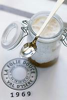 Europe/France/73/Savoie/Val d Isere: riz au lait en verrine caramel au beurre salé recette du chalet d altitude la Folie Douce self et La Fruitiere restaurant -établissement de Luc Reversade