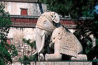 Putuo Zhongsheng Mia (Kleiner Potala), Elefant am Eingangstor, Chengde, China, Unesco-Weltkulturerbe
