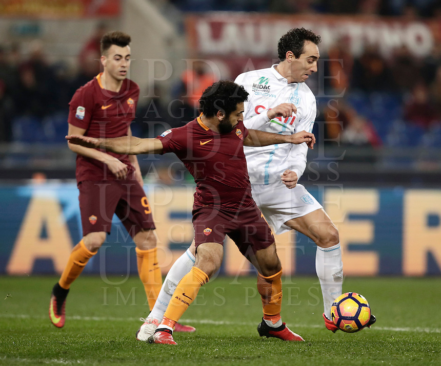 Calcio, Serie A: Roma vs ChievoVerona. Roma, stadio Olimpico, 22 settembre 2016.<br /> Roma's Mohamed Salah, left, is challenged by Chievo Verona's Dario Dainelli during the Italian Serie A football match between Roma and Chievo Verona, at Rome's Olympic stadium, 22 December 2016.<br /> UPDATE IMAGES PRESS/Isabella Bonotto
