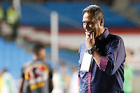 CALI -COLOMBIA-15-08-2016. Hernan Torres técnico de América Cali gesticula durante partido con Bogotá FC por la fecha 7 vuelta del Torneo Águila 2016 jugado en el estadio Pascual Guerrero de la ciudad de Cali. / Hernan Torres coach of America de Cali gestures during match against Bogota FC for the date 7 second leg match of the Aguila Tournament 2016 played at Pascual Guerrero stadium in Cali. Photo: VizzorImage/ Christian Cadavid Soto / Cont
