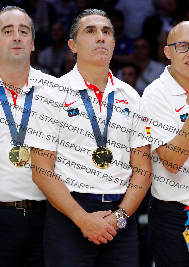 Spain's national basketball team head coach Sergio Scariolo during awards ceremny after European championship basketball final match between Spain and Lithuania on September 20, 2015 in Lille, France  (credit image & photo: Pedja Milosavljevic / STARSPORT)