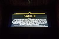 """Aufgrund einer Anordnung des Berliner Senat muessen seit dem 13. Maerz 2020 Bars, Clubs und Kneipen geschlossen beleiben um die Ausbreitung des Corona-Virus zu verlangsamen.<br /> Im Bild: Hinweis zur Schliessung des """"Privatclub"""" in Berlin-Kreuzberg.<br /> 14.3.2020, Berlin<br /> Copyright: Christian-Ditsch.de<br /> [NUR FUER REDAKTIONELLE ZWECKE! Werbung nur auf Anfrage beim Fotografen. Inhaltsveraendernde Manipulation des Fotos nur nach ausdruecklicher Genehmigung des Fotografen. Vereinbarungen ueber Abtretung von Persoenlichkeitsrechten/Model Release der abgebildeten Person/Personen liegen nicht vor. NO MODEL RELEASE! Don't publish without copyright Christian-Ditsch.de, Veroeffentlichung nur mit Fotografennennung, sowie gegen Honorar, MwSt. und Beleg. Konto: I N G - D i B a, IBAN DE58500105175400192269, BIC INGDDEFFXXX, Kontakt: post@christian-ditsch.de<br /> Bei der Bearbeitung der Dateiinformationen darf die Urheberkennzeichnung in den EXIF- und  IPTC-Daten nicht entfernt werden, diese sind in digitalen Medien nach §95c UrhG rechtlich geschuetzt. Der Urhebervermerk wird gemaess §13 UrhG verlangt.]"""