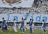 BOGOTÁ -COLOMBIA, 03-05-2014. Jugadores de Millonarios y Equidad salen al campo de juego previo al encuentro de vuelta entre Millonarios y La Equidad por los cuartos de final de la Liga Postobón I 2014 jugado en el estadio Nemesio Camacho El Campín de la ciudad de Bogotá./ Players of Millonarios and Equidad go inside the field prior the second leg match between Millonarios and La Equidad for quarter finals of the Postobon League I 2014 played at Nemesio Camacho El Campin stadium in Bogotá city. Photo: VizzorImage/ Gabriel Aponte / Staff