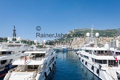 Principality of Monaco, on the French Riviera (Côte d'Azur), district La Condamine: luxury yachts in Port Hercule   Fuerstentum Monaco, an der Côte d'Azur, Stadtteil La Condamine: Luxusyachten im Port Hercule