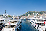 Principality of Monaco, on the French Riviera (Côte d'Azur), district La Condamine: luxury yachts in Port Hercule | Fuerstentum Monaco, an der Côte d'Azur, Stadtteil La Condamine: Luxusyachten im Port Hercule