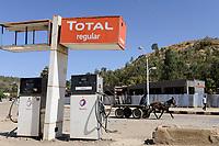 ETHIOPIA , Tigray, Axum, Total fuel station and horse cart / AETHIOPIEN, Tigray, Aksum, Total Tankstelle