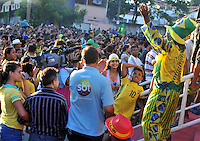 FORTALEZA- BRASIL -04-07-2014.Hinchas de Brazil en la puertas del estadio. La seleccion  de futbol de Brasil entrena en el estadio de Fortaleza antes de su encuentro con Colombia.  Copa Mundial de la FIFA Brasil 2014./  Fans of Brazil at the stadium gates .The Brazilian soccer team trains in Fortaleza Stadium before meeting with Colombia. FIFA World Cup Brazil 2014. Photo: VizzorImage / Alfredo Gutierrez / Contribuidor
