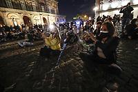 Napoli Manifestazione di protesta contro le chiusure di negozi e palestre<br /> barmqn in sit in