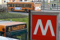 - Milan, bus stop at Romolo subway station....- Milano, fermata degli autobus presso la stazione della metropolitana Romolo