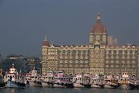 Asie/Inde/Bombay : Hôtel Taj Mahal Palace et le port