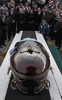 The coffin of Argentina former President Nestor Kirchner is unloaded from an airplane in Rio gallegos, South of Argentina, for his burial, Friday, October 29, 2010. At the step of the aircraft  waits Argentina President Cristina Fernandez and Venezuelan President  Hugo Chavez..Photo Presidential Office