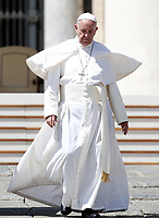 Papa Francesco al termine dell'udienza generale del mercoledi' in Piazza San Pietro, Citta' del Vaticano, 3 maggio, 2017.<br /> Pope Francis leaves at the end of his weekly general audience in St. Peter's Square at the Vatican, on May 3, 2017.<br /> UPDATE IMAGES PRESS/Isabella Bonotto<br /> <br /> STRICTLY ONLY FOR EDITORIAL USE