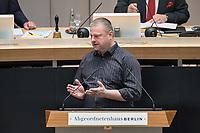 Plenarsitzung des Berliner Abgeordnetenhaus am Donnerstag den 30. April 2020.<br /> Im Bild: Steffen Zillich, Mitglied der Linkspartei.<br /> 30.4.2020, Berlin<br /> Copyright: Christian-Ditsch.de<br /> [NUR FUER REDAKTIONELLE ZWECKE! Werbung nur auf Anfrage beim Fotografen. Inhaltsveraendernde Manipulation des Fotos nur nach ausdruecklicher Genehmigung des Fotografen. Vereinbarungen ueber Abtretung von Persoenlichkeitsrechten/Model Release der abgebildeten Person/Personen liegen nicht vor. NO MODEL RELEASE! Don't publish without copyright Christian-Ditsch.de, Veroeffentlichung nur mit Fotografennennung, sowie gegen Honorar, MwSt. und Beleg. Konto: I N G - D i B a, IBAN DE58500105175400192269, BIC INGDDEFFXXX, Kontakt: post@christian-ditsch.de<br /> Bei der Bearbeitung der Dateiinformationen darf die Urheberkennzeichnung in den EXIF- und  IPTC-Daten nicht entfernt werden, diese sind in digitalen Medien nach §95c UrhG rechtlich geschuetzt. Der Urhebervermerk wird gemaess §13 UrhG verlangt.]