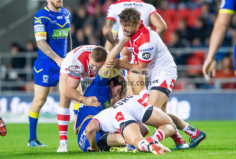 Picture by Allan McKenzie/SWpix.com - 04/10/2018 - Rugby League - Betfred Super League - The Super 8's - St Helens v Warrington Wolves - The Totally Wicked Stadium, Langtree Park, St Helens, England - Warrington's Stefan Ratchford is brought down by St Helens' Matty Lees & Jon Wilkin.