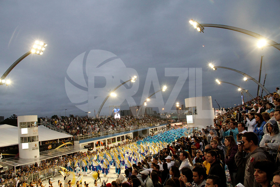 SÃO PAULO, SP, 06 DE MARÇO DE 2011 -  CARNAVAL 2011 / GAVIÕES DA FIEL  - Integrante da Gaviões da Fiel, no segundo dia dos desfiles as escolas do Grupo Especial de São Paulo, no Sambódromo do Anhembi, zona norte da capital paulista. (FOTO: VANESSA CARVALHO/ NEWS FREE)