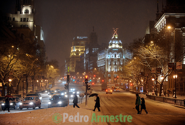 people walking down the street Alcala during the storm, the January 10, 2010<br /> (c)Pedro Armestre