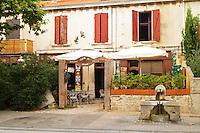 A restaurant Cafe du Lezard. Saint Remy Rémy de Provence, Bouches du Rhone, France, Europe