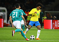Willian (Brasilien Brasilia) gegen Ilkay Guendogan (Deutschland, Germany) - 27.03.2018: Deutschland vs. Brasilien, Olympiastadion Berlin