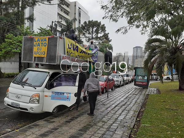 Curitiba (PR), 15/08/2020 - Carreata-Curitiba - O Movimento Brasil Livre realizou neste sábado (15) uma carreata em prol da Lava Jato, com concentração na frente da Justiça Federal e seguiu em direção ao Ministerio Publico, em Curitiba (PR).