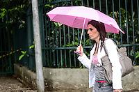 ATENCAO EDITOR: FOTO EMBARGADA PARA VEICULOS INTERNACIONAIS. SAO PAULO, SP, 12 DE NOVEMBRO DE 2012 - Chuva atinge a capital no inicio da tarde desta segunda feira, 12, na Avneida Paulista, regiao central.  FOTO: ALEXANDRE MOREIRA - BRAZIL PHOTO PRESS.