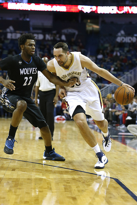 New Orleans Pelicans forward Ryan Anderson (33) drives against Minnesota Timberwolves guard Andrew Wiggins (22) during the second half of an NBA basketball game Tuesday, Jan. 19, 2016, in New Orleans. The Pelicans won 114-99.(AP Photo/Jonathan Bachman)