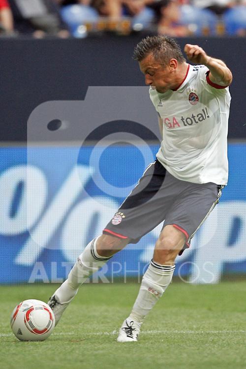 31.07.2010,  Veltnis-Arena, Gelsenkirchen, GER, 1.FBL, FC Bayern Muenchen - 1. FC Koeln, Liga total! Cup 2010, im Bild: Ivica Olic (Muenchen #11) schießt  Foto © nph / Mueller