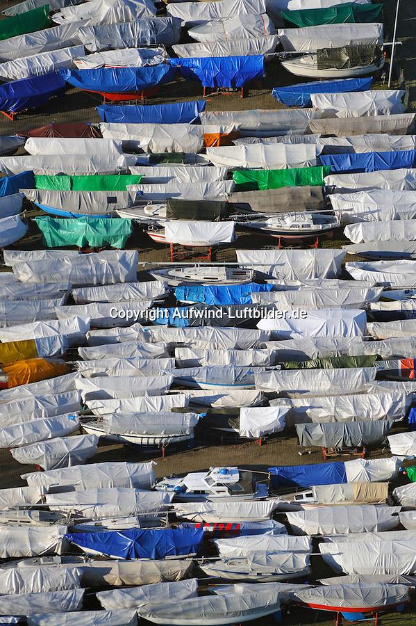 Segelboote im Winterlager: EUROPA, DEUTSCHLAND, HAMBURG, SCHLESWIG- HOLSTEIN, WEDEL (EUROPE, GERMANY), 28.01.2011: Segelboote im Winterlager