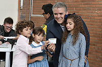 BOGOTA - COLOMBIA, 17-06-2018: Ivan Duque, candidato presidencial por el partido Centro Democrático ejerce su derecho al voto durante la segunda vuelta de las elecciones presidenciales de Colombia 2018 hoy domingo 17 de junio de 2018. El candidato ganador gobernará por un periodo máximo de 4 años fijado entre el 7 de agosto de 2018 y el 7 de agosto de 2022. / Ivan Duque, presidential candidate for the Centro Democratico party, exercises his right to vote during Colombia's second round of 2018 presidential election today Sunday, June 17, 2018. The winning candidate will govern for a maximum period of 4 years fixed between August 7, 2018 and August 7, 2022. Photo: VizzorImage / Gabriel Aponte / Staff