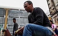"""Un hombre migrante de Honduras observa un emparedado que recibió al llegar a la estación de tren de Hermosillo donde fueron recibidos y llevados a albergues. <br /> <br /> La Caravana del Migrante con un contingente de alrededor de 600 personas en su mayoría de origen centroamericano, arribo a Hermosillo Sonora a bordo del tren conocido como """"La Bestia"""", provienen de la frontera Sur del País y con rumbo a la ciudad de Mexicali donde continuaran el viaje hasta Tijuana.<br /> La caravana tiene como objetivo solicitar <br /> asilo a Estados Unidos y algunos integrantes piensan solicitar una visa humanitaria en Mexico para laborar en los campos de Sonora y Baja California.<br /> (Photo: NortePhoto/Luis Gutierrez)"""